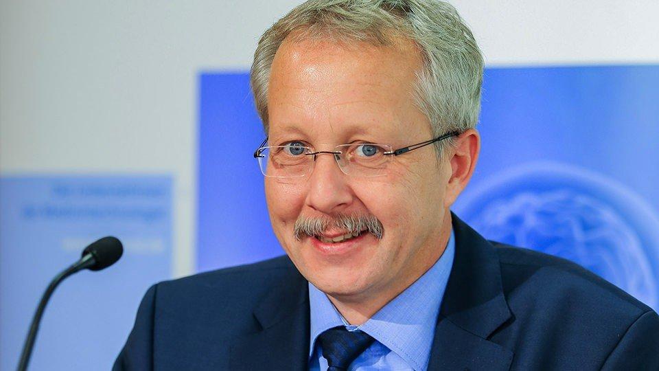 Dr. Jörn Bremer.