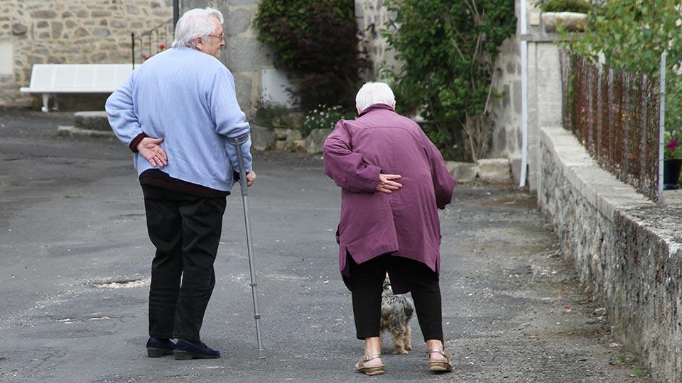 Die Sturzgefährdung ist im Alter signifikant erhöht.