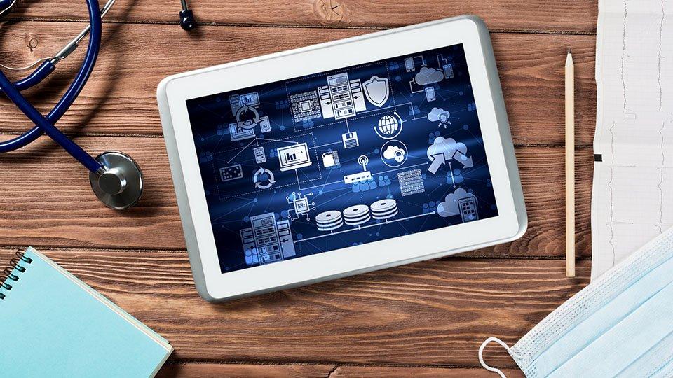 Gegenüber anderen Branchen Deutschlands ist die Digitalisierung mitunter im Gesundheitswesen am wenigsten fortgeschritten. Dabei bergen digitale Neuerungen ein erheblichses Potenzial für die medizinische Versorgung.