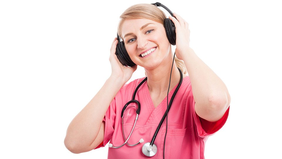 """Mit """"Übergabe"""" bieten Pflegewissenschaftler der Universität Witten/Herdecke der Pflegelandschaft einen neuen Podcast."""