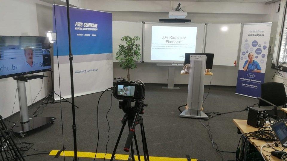 Die Vorträge in den Räumlichkeiten der Katholischen Hochschule NRW Köln wurden unter Einhaltung eines strengen Hygienekonzepts abgehalten und für die Teilnehmer und Teilnehmerinnen online und live übertragen.