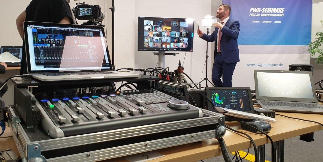 Dank der professionellen technischen Ausstattung und Vorbereitung konnte der Kongress für die Zuschauer und Zuschauerinnen virtuell stattfinden.