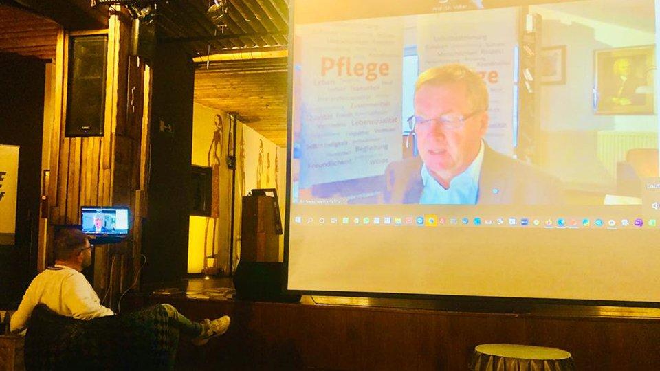 StS Andreas Westerfellhaus, Pflegebevollmächtigte der Bundesregierung, bei der Live-Videokonferenz auf der Winterakademie 2021