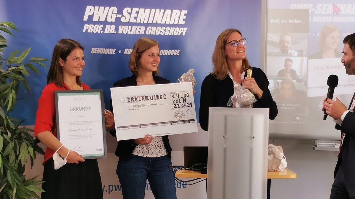 """Die Siegerinnen des diesjährigen Innovationsforums: Das Sprachlern-Institut """"Bildungsprofis International UG"""" aus Frankfurt/Main mit einem speziell auf fremdsprachige Pflegekräfte zugeschnittenen Deutsch-Kursprogramm"""