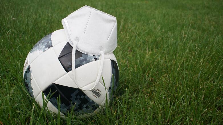 Fußball und FFP2-Maske